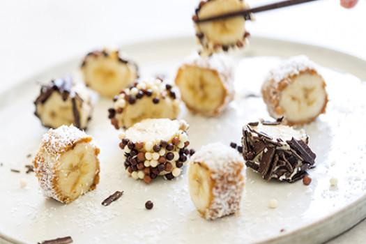 banana bites snacks with peanut butter