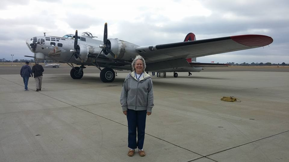 Sandy Yearwood in front of a B1 bomber